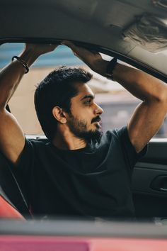 Men Fashion Photoshoot, Mens Photoshoot Poses, Portrait Photography Poses, Portraits, Photo Pose For Man, Best Poses For Men, Male Poses, Inside Car, Handsome Boys