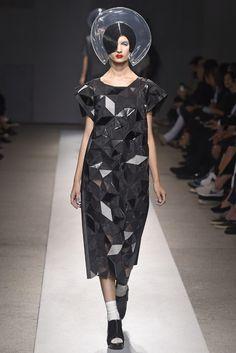 Junya Watanabe Spring 2015 Ready-to-Wear Fashion Show 3d Fashion, Dark Fashion, Fashion Details, High Fashion, Fashion Show, Rei Kawakubo, Fashion Graphic Design, Junya Watanabe, Comme Des Garcons