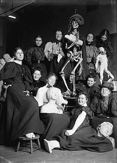 Women's life class at the Chase School of Art, 1896, Archives of American Art, Smithsonian Institution. Women have always played a critical role in advancing the theories, histories, and aesthetics of art. The Archives of American Art, for example, has in its holdings more collections created by women artists than any other repository of its kind. The work of women artists, curators, dealers, and administrators will continue to inform and influence the history of American art.