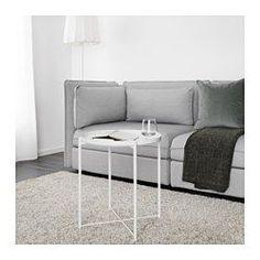 IKEA - GLADOM, Brickbord, mörkgrön, , Du kan använda den löstagbara brickan till servering.Brickans kanter gör den enkel att bära och minskar risken för att glas eller skålar glider av.Ytan är tålig och lätt att rengöra, eftersom den är gjord av pulverlackerat stål.Du kan enkelt lyfta och flytta hela bordet, exempelvis från soffan till läsfåtöljen.