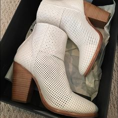 White perforated rag & bone booties - worn 2x!! Classic Newbury white perforated leather booties with wooden heel and zipper closure in the back. Comes with dust bag and original box. Super comfortable and perfect for spring. New this season and already sold out!! Look brand new. The only sign of wear is slight discoloration on inside of boot (this will happen when you wear these with jeans, but as you can see in photos, you can't tell from the outside of the shoe). rag & bone Shoes Ankle…