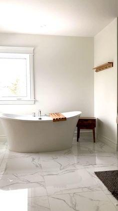 Master Bathroom Tub, Dark Floor Bathroom, Small Bathroom With Tub, Bathtubs For Small Bathrooms, White Bathrooms, Bathroom Design Luxury, Modern Bathroom Design, Minimalist Bathroom Design, Bathroom Renovations