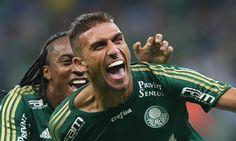 O Cruzeiro confirmou neste sábado a troca com o Palmeiras envolvendo o atacante Rafael Marques pelo lateral-direito Mayke.