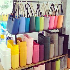 Love the O Bag - would make such a cute beach and markets bag! Handbag Display, Fab Bag, Neoprene, Kipling Bags, Best Bags, Mode Style, Cross Body Handbags, Bag Accessories, Purses And Bags