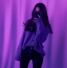 See what humito found on We Heart It, your everyday app to get lost in what you love. Dark Purple Aesthetic, Violet Aesthetic, Bad Girl Aesthetic, Aesthetic Photo, Purple Tumblr, Korean Girl, Asian Girl, Foto Casual, Neon Purple