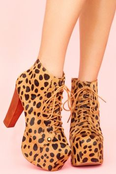 For Marisela: These shoes seem like something you would wear. Am I right?  P.s. I miss you we should talk more!