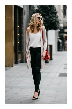 25 fantastic summer outfits that are always stylish . 30 Spring Business Outfits To Be The Chicest Woman In Your Office just for our fans. Specialized office outfit ideas to be successful Fashion Mode, Look Fashion, Trendy Fashion, Womens Fashion, Fall Fashion, Latest Fashion, Fashion 2018 Casual, Fashion News, Fashion Trends