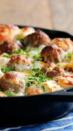 This bubble bake is the best of all worlds — garlic bread, meatballs, pizza, cheese — and an easy weeknight meal that's sure to please. dinner meatballs Meatball Sub Bubble Bake Easy Chicken Recipes, Meat Recipes, Dinner Recipes, Cooking Recipes, Healthy Recipes, Shrimp Pasta Recipes, Seafood Pasta, Cooking Gadgets, Meatloaf Recipes