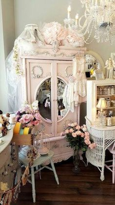 4 Portentous Ideas: Shabby Chic Home Mirror shabby chic bedding dollhouse miniatures.Shabby Chic Apartment Texture shabby chic home mirror. Shabby Chic Mode, Shabby Chic Stil, Estilo Shabby Chic, Romantic Shabby Chic, Shabby Chic Farmhouse, Shabby Chic Living Room, Shabby Chic Interiors, Shabby Chic Pink, Shabby Chic Bedrooms