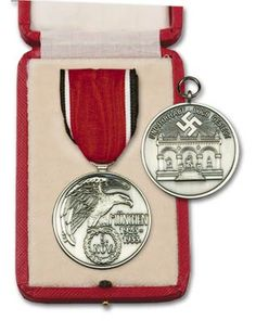 """THE """"BLOOD ORDER"""" Awarded to Veterans of the  Munich """"Beer Hall"""" Putch November 8-9 1923 ,below the Hakenkruß (swastika) is the Feldenhalle Monument were those who fell that day For the Reich were buried."""