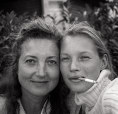 kate moss with her mother, Linda by Glen Luchford, 1995 Glen Luchford, Kate Moss Stil, Heroin Chic, Queen Kate, Vogue, 90s Models, Just She, Gisele, Black People