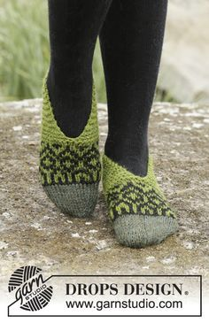 Olive Love by DROPS Design. Very cool slippers with Nordic pattern <3 Free #knitting pattern