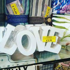 fai contenta l'innamorata #dignene ogni tanto #love #scritta #love #5euro99