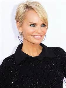 Kristen Chenoweth inspired by Pamela Anderson and Charlize Theron went from her bob to a Pixie. It's a Pixie trend? Lol
