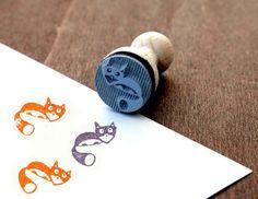 Ein süßer Stempel um tolle DIY Projekt zu gestalten. Ob Karten, Geschenkanhänger, Einladungen uvm deiner Fantasie sind keine Grenzen gesetzt. Den Stempel Fuchs findest  bei www.party-princess.de. Er ist ein ideales Geschenk für alle Fuchsfans.