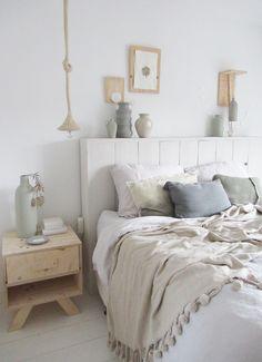 Slaapkamerstyling Huis & Grietje #gebreidelamp #pendantlamp #nachtkastje #bedhoofd #huisengrietje #scandinavischwonen