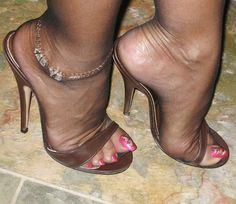 Risultati immagini per pantyhose feet heels Stilettos, Pumps Heels, Stiletto Heels, Sexy High Heels, Hot Heels, Pantyhose Heels, Stockings Heels, Sexy Zehen, Talons Sexy
