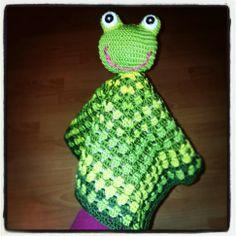 crochet frog Crochet Frog, Crochet Baby, Security Blanket, Learn To Crochet, Stuffed Animals, Blankets, Beanie, Dolls, Hats