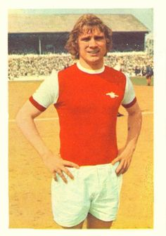 004 - Eddie Kelly (Arsenal) - One of several Scottish players from Possilpark YMCA (Glasgow) with the club. Industrious midfield man  who came to the club as an amateur in August 1967, turning professional at 17 in February 1968. Début in 1969-70. Ht 5ft. 10in. Wt. 11.10