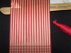 PASO A PASO N° 11 CON URDIMBRE DE PEINECILLO   reflejos aborígenes Livingston, Textile Tapestry, Inkle Loom, Mtv, Free Crochet, Eyeliner, Blog, Crochet Patterns, Weaving