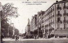 En el cruce de la calle Princesa con la de Alberto Aguilera, se encontraba la estatua de D. Agustín Argüelles, inaugurada con motivo de la jura del rey D. Alfonso XIII, en el año 1902. Este personaje fue tutor de Isabel II y creó el barrio que lleva su nombre. Años 30.