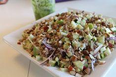 Det her er den perfekte salat til at tage med til madpakken i skolen eller på arbejdet. Den er dejlig mættende og fyldt med smag og sommerlige farver. Den er også perfekt som tilbehør til kød, kylling og fisk, og så ville det passe super godt til grill-mad. Perlespelt er et sundere alte....