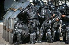 21 件のおすすめ画像 ボード riot suit riot police robots armors