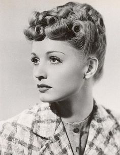 Vintage Hairstyles A lovely curly updo and conservative attire were on the agenda for actress Elaine Shepard on the day this elegant image was snapped. Historical Hairstyles, 1940s Hairstyles, Popular Hairstyles, Hairstyles With Bangs, Cool Hairstyles, Updo Hairstyle, Formal Hairstyles, Ponytail Hairstyles, Bride Hairstyles