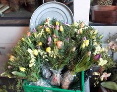 Laget 10 like tulipanbuketter. 3/6