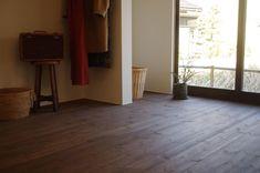 古くて新しくて、とびきり可愛い平屋。 - 物件ファン Tile Floor, Diy And Crafts, Flooring, House, Flat, Bass, Home, Tile Flooring, Wood Flooring