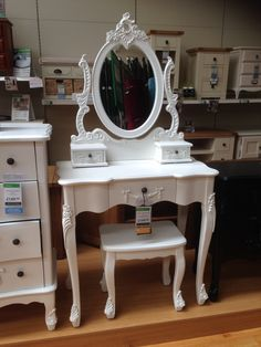 White shabby chic dressing table