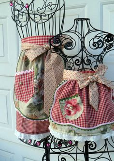 French Country Mother Daughter Half Apron Set por Aprons2tie4