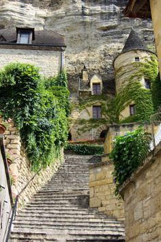 La Roque-Gageac, Dordogne, France by laurentslp