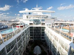 Say hello to happiness. Oasis of the Seas.