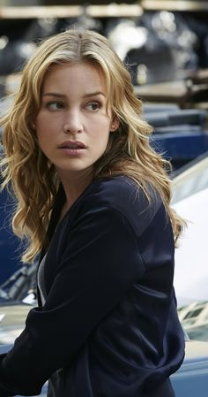Piper Perabo photos, including production stills, premiere photos and other event photos, publicity photos, behind-the-scenes, and more.