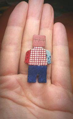 Mira este artículo en mi tienda de Etsy: https://www.etsy.com/es/listing/269140064/handmade-brooch-lego-minecraft-inspired
