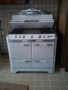 O'Keefe and Merritt stove. What a beautiful piece of equipment! #O'Keefe_Merritt #stove #kitchen_appliance