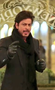 Filmfare Global Icon award - from the acceptance video from Budapest (?) Oct 2016