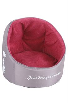 Cama Chic en Gris y rojo para gatos y perros pequeños ahora por 20-eur.  (Dcto.56%!!), el cojin se puede sacar para lavar Tub Chair, Accent Chairs, Home Decor, Little Dogs, Dog Cat, Pets, Gatos, Upholstered Chairs, Decoration Home