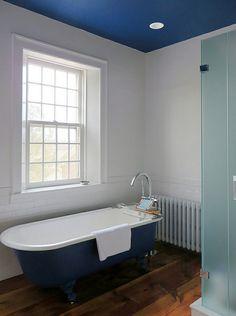 moderne badezimmer ideen fischgräten muster freistehende badewanne, Hause ideen