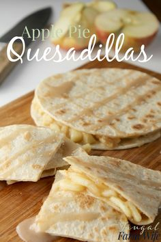pie Quesadillas These apple pie quesadillas are the best easy dessert I've ever made! So delicious!These apple pie quesadillas are the best easy dessert I've ever made! So delicious! Apple Dessert Recipes, Apple Recipes, Easy Desserts, Mexican Food Recipes, Mexican Desserts, Rhubarb Desserts, Recipes Dinner, Quesadillas, Quesadilla Maker Recipes