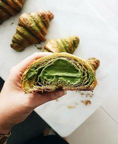Pesto Sandwich, Matcha Green Tea, Start The Day, Croissant, Afternoon Tea, Avocado Toast, Yum Yum, Tea Time, Tea Cups