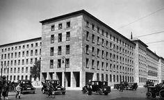 Berlin Reichsluftfahrtministerium Blick auf die SuedostEcke des Gebaeudes 19351936 nach den Entwuerfen des Architekten Ernst Sagebiel errichtet (Wilhelmstrasse Ecke Prinz-Albrecht-Strasse)