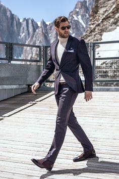 Stylowy garnitur męski w kolorze fioletowym od Giacomo Conti. Krój typu slim fantastycznie podkreśli atuty męskiej sylwetki. Klasyczna marynarka jednorzędowa, zapinana na jeden guzik. W zestawie są również spodnie zaprasowane w kant, które optycznie wydłużą sylwetkę.Warto zawrócić uwagę na kraciasty wzór. Formal, Winter, Collection, Style, Fashion, Mont Blanc, Preppy, Winter Time, Swag
