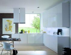Cucina di lusso moderna bianca ed essenziale