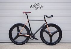 The result of a collaboration between South Africa's preeminent bicycle frame builder Duncan MacIntyre and composite expert Anton Dekker, the Dutchmann Vicious Bike is a truly elite ride. Anton, Bici Fixed, Electric Dirt Bike, Bike Prices, Track Cycling, Cycling Art, Cycling Jerseys, Road Bike Women, Mens Gear