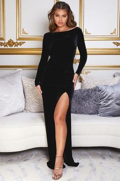 Black Prom Dresses, Gala Dresses, Velvet Gown, Beautiful Legs, Trendy Outfits, Street Style, Gowns, Model, Clothes