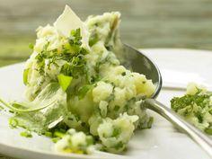 Kräuterkartoffelpüree - fein säuerlich & cremig mit Dickmilch: Das schmeckt nach Frühling: Kartoffelbrei mal ganz in Grün und mit wenig Kalorien.