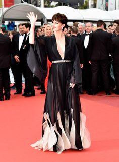 Paz Vega dans une robe Stéphane Rolland printemps-été 2016. (Coiffure Dessange, Cannes, 14 mai 2016.)