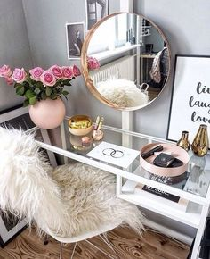 30 Ideas To Pull Off A Cool Makeup Nook | ComfyDwelling.com